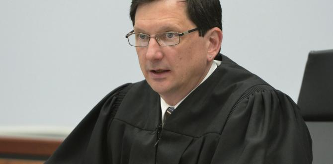 Judge faces punishment for sex acts in courthouse