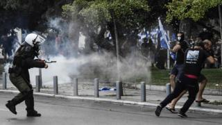 Protesters clash with police during a demonstration in Thessaloniki against the agreement reached by Greece and Macedonia to resolve a dispute over the former Yugoslav republic's name, 8 September 2018