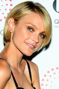 "<center>Grow out your crop like Jessica Stam for this longer, pretty style."" /> 29/EIGHTY FIVE </p> <h2>Grow out your crop like Jessica Stam for this longer, lovely taste.</h2> </p> <p> <img width="