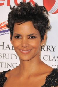 Allowing her hair to fall naturally in different directions, Halle Berry 's relaxed, laid-back crop works just as well for the red carpet as it does for every day.