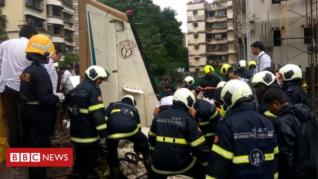 5 useless as gentle airplane crashes in Mumbai