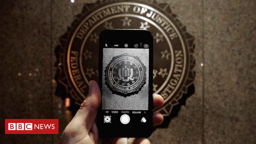 Apple to close iPhone security hollow used by police