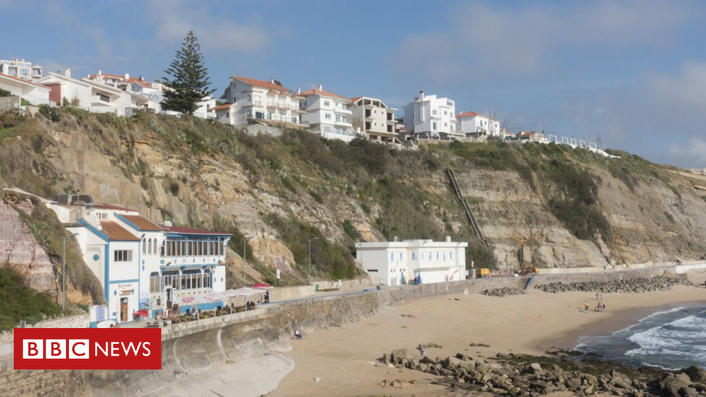 British and Australian tourists die in Portugal 'fall'