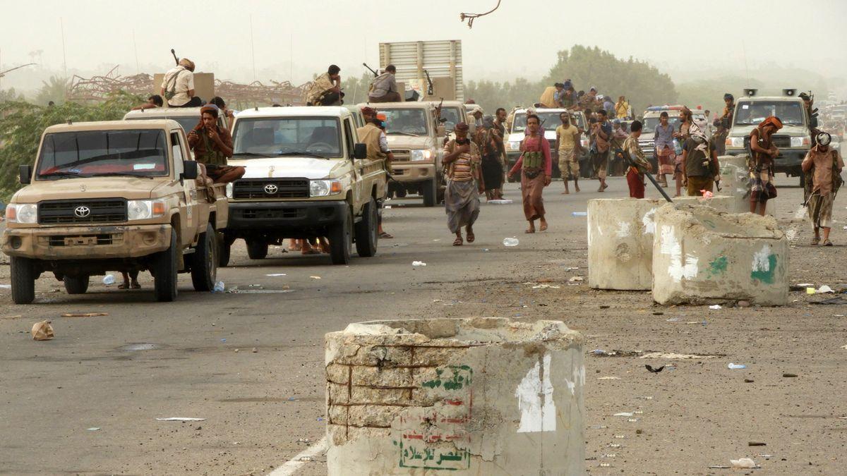 Civilians flee bombardment as Arab states pound Yemen port - The Globe and Mail