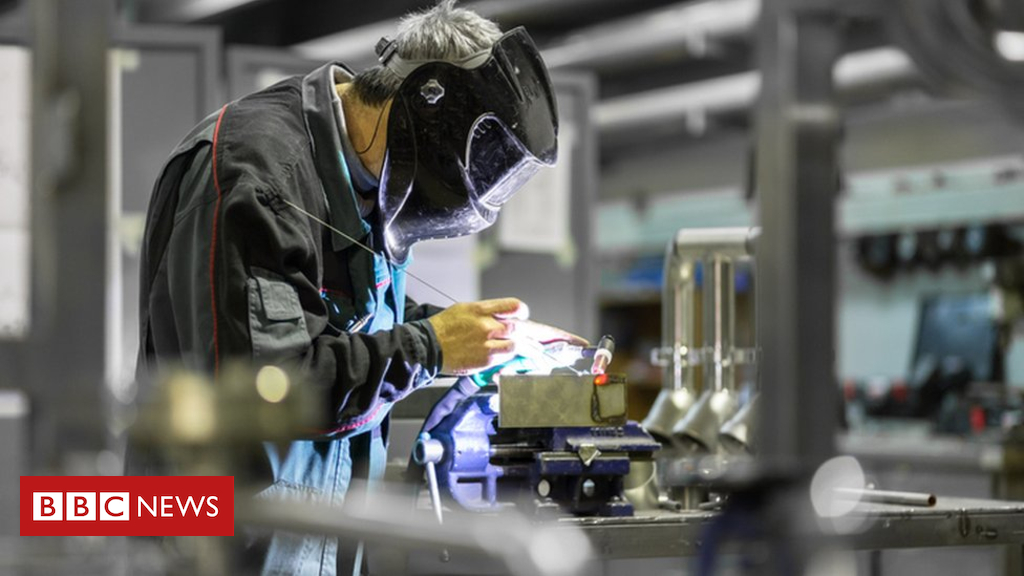 Economic growth struggles as manufacturing dips