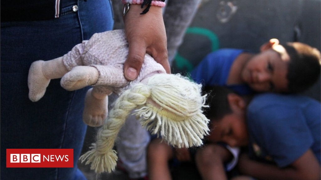Undocumented migrant families embark on chaotic reunion process