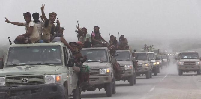 Yemen battle: Fighting rages over vital port of Hudaydah