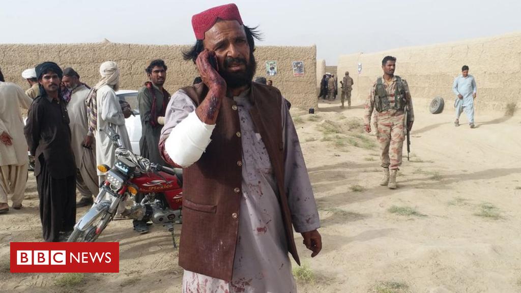 Pakistan election: Rankings killed in bomb attacks on ballot  rallies