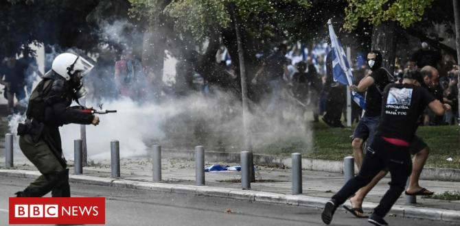 Greek riot police fire tear gasoline at Macedonia name protesters