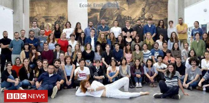 Students made to look black in French art school photo