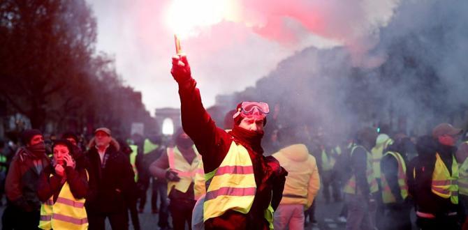 France gas unrest: 'Shame' on violent protesters, says Macron