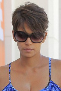 """<center>Halle Berry keeps her layers longer at the front and shorter at the back to give her short hair height and body. The subtle lowlights create an extra 3D effect too."""" /> 45/85 </p> <h2>Halle Berry assists in keeping her layers longer on the entrance and shorter at the back to present her quick hair top and frame. the sophisticated lowlights create an extra 3D impact too.</h2> </p> <p>  <img width="""