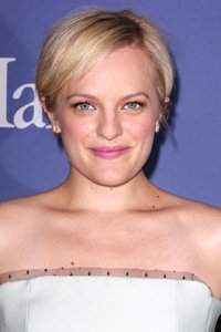 Mad Men actress, Elisabeth Moss, lets her hair fall naturally to the curves of her that shows off her multi-tonal blonde colour a treat.
