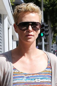 """<center>Charlize Theron 's crop really is wash and go. All she needs to do is run some wax through the tips and ends for a ruffled, everyday look."""" /> 58/85 </p> <h2>Charlize Theron 's crop truly is wash and go. All she needs to do is administered a few wax thru the information and ends for a ruffled, everyday glance.</h2> </p> <p> <img width="""
