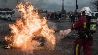 France fuel protests: 'Yellow vests' pull out of PM assembly