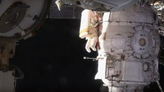ISS: Spacewalk cosmonauts look into thriller hole