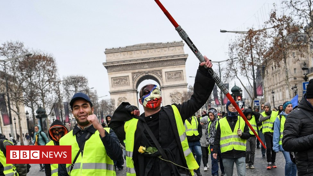 'Yellow-vest' protesters defy government to gather in Paris